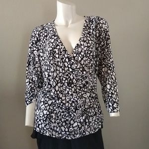 CHICO'S faux wrap v neck flap front 3/4 sleeve 2